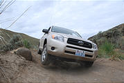 Quilomene - Toyota RAV4 Demonstrates Its Articulation