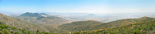 San Ysidro Mountains Trail - Looking into Mexico - Tecate on the left, Tijuana on the right (May 31, 2006 2:31 PM)
